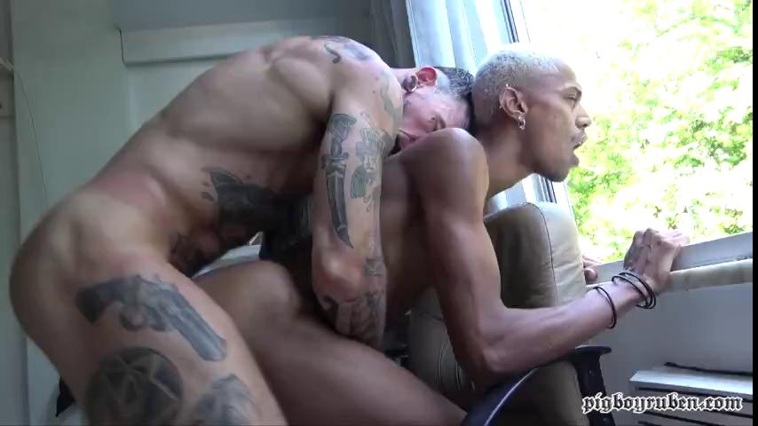 YURI OBERON GETTING CRAZY EATING PIGBOY AND HIS WHITE ASS SAFADO